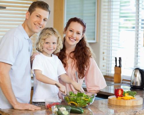 Foto niño papas cocina